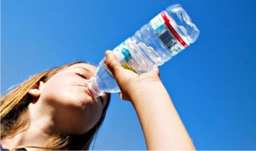 Photo of Медики раскрыли, чем вредна для организма вода из пластиковых емкостей