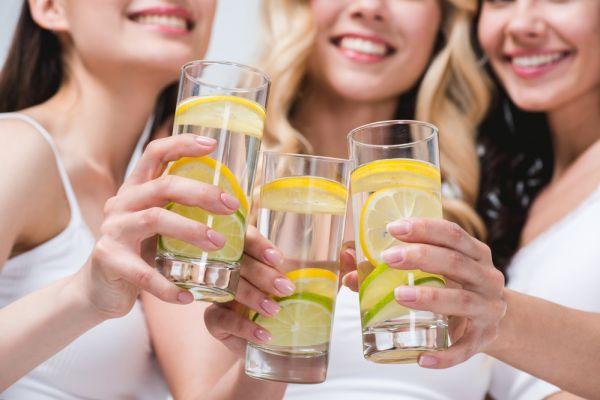 Photo of Можно ли пить воду во время еды: вредно или нет
